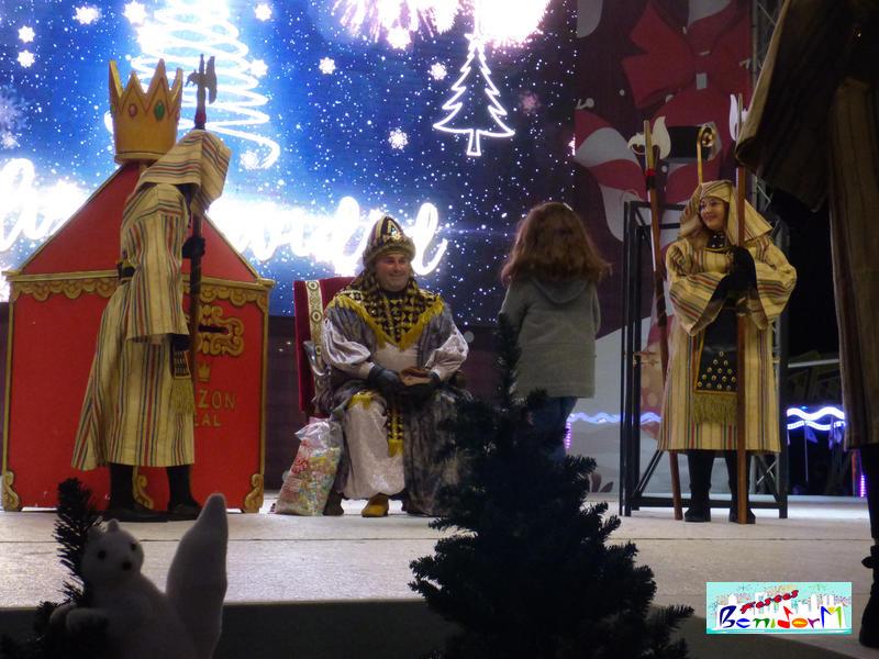 NAVIDAD.- El Cartero Real llega a la Plaza de la Navidad para recoger las cartas para Sus Majestades los Reyes de Oriente