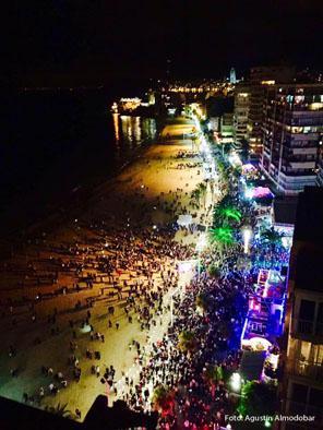 NAVIDAD.- La Fiesta de Fin de Año de Benidorm contará con un gran Castillo de fuegos artificiales que se lanzará desde la playa de Levante