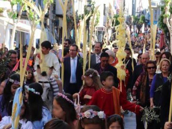 SEMANA SANTA.- Da inicio la Semana Santa en Benidorm con la bendición de palmas del Domingo de Ramos