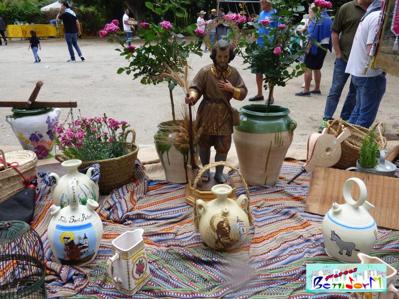 FIESTAS ERMITA.- La huerta pasea por las calles de Benidorm con la tradicional Romería de San Isidro