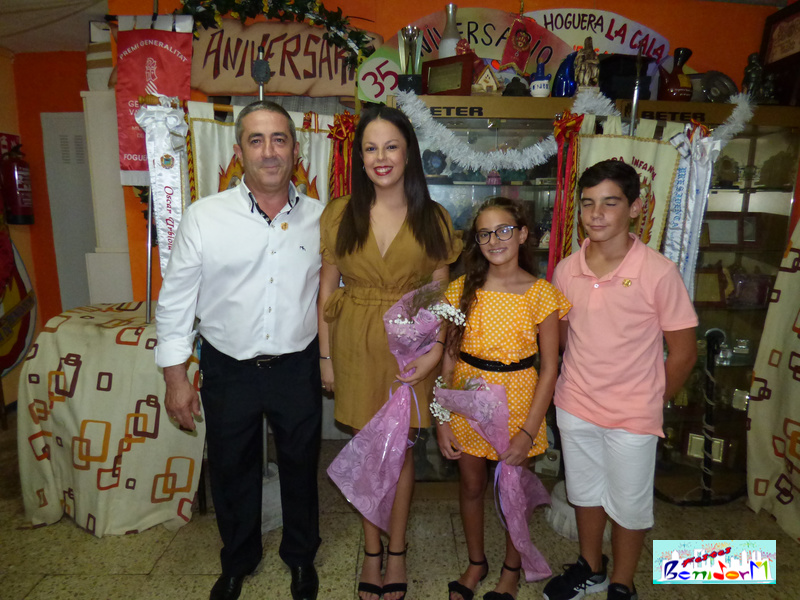 HOGUERAS.- Mª Pilar Pérez y la niña Laura Cerrato serán Belleza Mayor e Infantil de La Hoguera La Cala